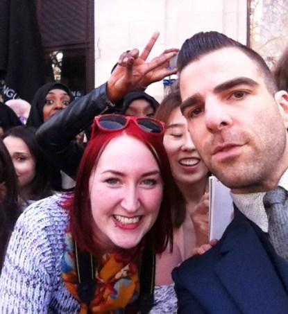 Meg og Zachary Quinto. Smilet er ganske så ekte!