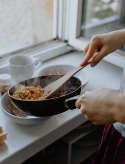 新型コロナウイルス(COVID-19)の流行で、自炊ニーズが増加するなど食生活に変化が見られる