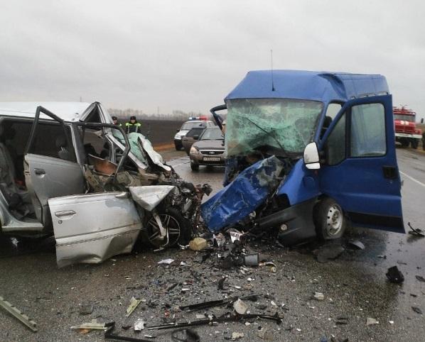 Фото: восемь человек погибло в аварии на сибирской трассе ...