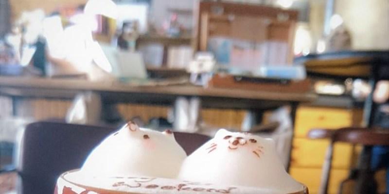 高雄咖啡館︱治癒微憂鬱的小熊堆花,復古×文青×音樂風店內裝潢,鳳山火車站走路20分可到達『Parlare coffee 怕喇咧咖啡』