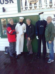 På flyttedagen var medlemer frå Venelaget for jåttseglarane på plass. Frå venstre: Hans Eivind Lande, Kjell A. Lunde og Reidar Lunde.