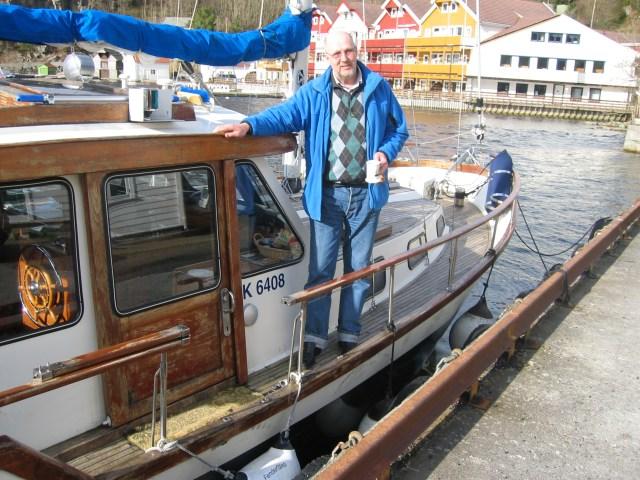 Tron Bach om bord på båten sin ved Uggdalseidet i mars 2008
