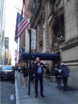 -Øyvind Epland utafor museumslokala til New York Yacht Club.