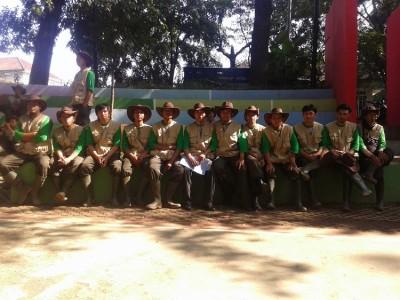 Para Park Ranger yang akan bertugas mengurus taman-taman di Kota Bandung resmi diperkenalkan Wali Kota Bandung Ridwan Kamil, Minggu (18/5). Sebanyak 51 orang akan membersihkan dan menjaga taman di Bandung. (JABARTODAY/AVILA DWIPUTRA)