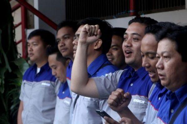 Adhie Fardianto (mengepalkan tangan) terpilih menjadi VPC DGCI Bandung Raya. DGCI merupakan komunitas riser Datsun Go/Go+ di Indonesia. (NAJIP HENDRA SP/JABARTODAY.COM)