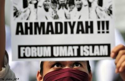 Aksi massa mengutuk Ahmadiyah.