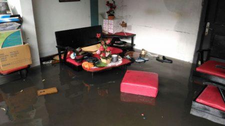 Kondisi rumah Ifa Latifah, warga Jalan Samiaji RT 07/06, usai terkena banjir, Minggu (13/11). (jabartoday)