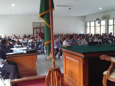 Para saksi memberikan keterangan dalam persidangan Bupati Subang nonaktif Ojang Sohandi, di Pengadilan Tipikor Bandung, Rabu (9/11). (jabartoday/avila dwiputra)