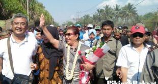 Susi disambut warga Pangandaran