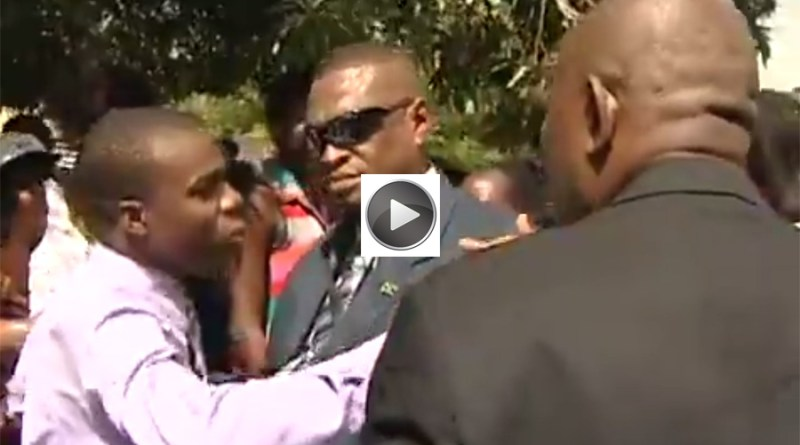reporter shoved by prime minister security