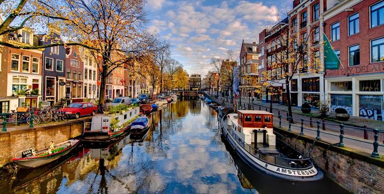 أنهار أمستردام ودرس في الذاتية!