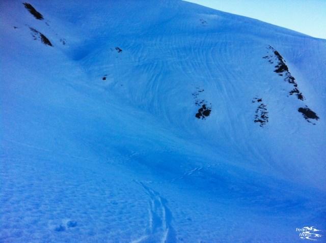 Aspecto del tubo de subida al Pico Malacara, sombrío y con nieve dura.