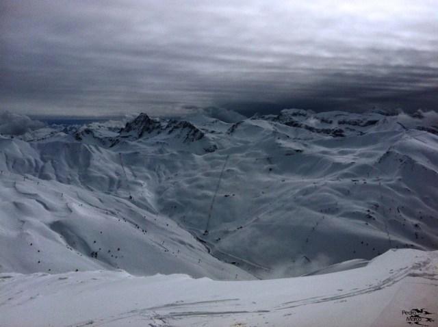 Vista de Astún desde la cima del Pico Belonseiche