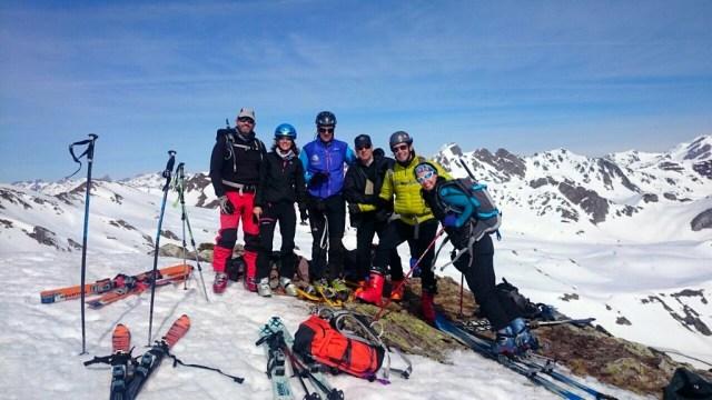Foto de grupo, en la cima del Pico Astún