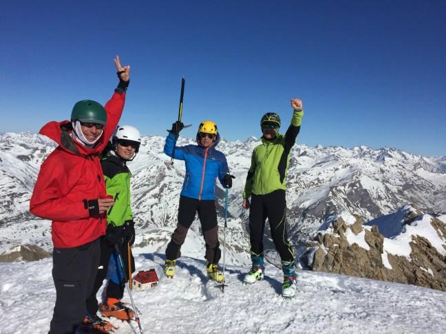 Foto en la cima del Aspe: Adolfo, Santi, Sherpaco y Robert. El fotógrafo también subió