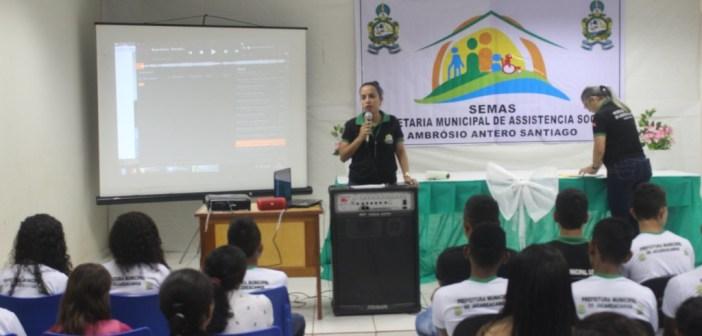 Secretaria Municipal de Assistência Social Entrega Certificados de Conclusão do Curso de Computação