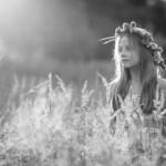 Dziewczynka w trawie