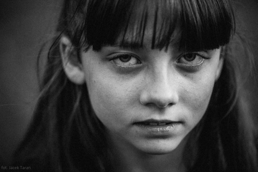 fotografia portretowa, fotograf krakow, jacek taran, fotografia dzieci, portret dziecka, fotografia artystyczna, fotografia czarno-biała;