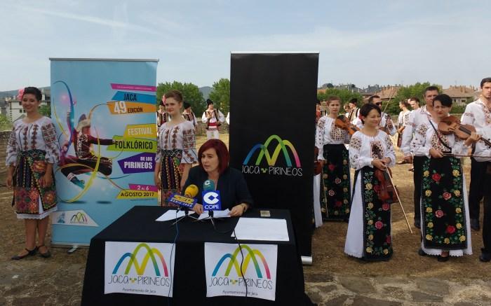 La concejala Olvido Moratinos en la presentación del Fesstival Folclórico de los Pirineos.