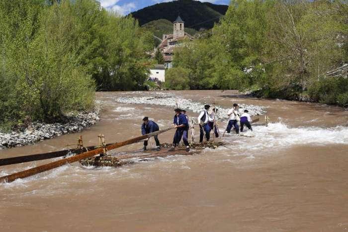 Descenso de nabatas por el río Aragón