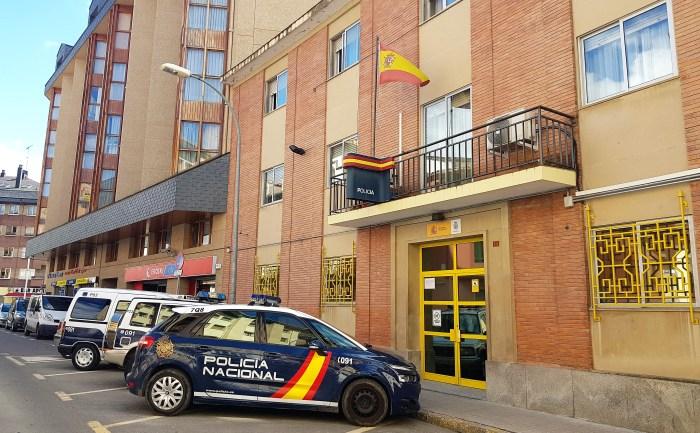 EXTRANJEROS. Comisaría de la Policía Nacional de Jaca. (FOTO: Rebeca Ruiz)