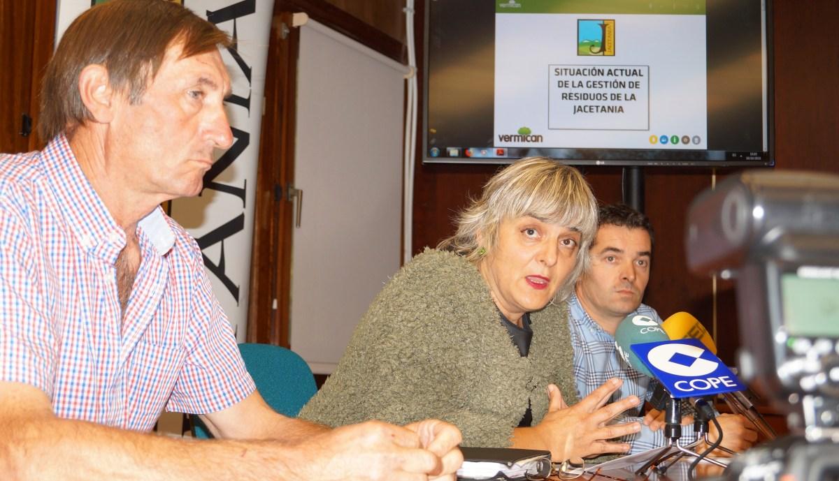 Diez pueblos se suman a Artieda y se incorporan al plan de compostaje de la Jacetania