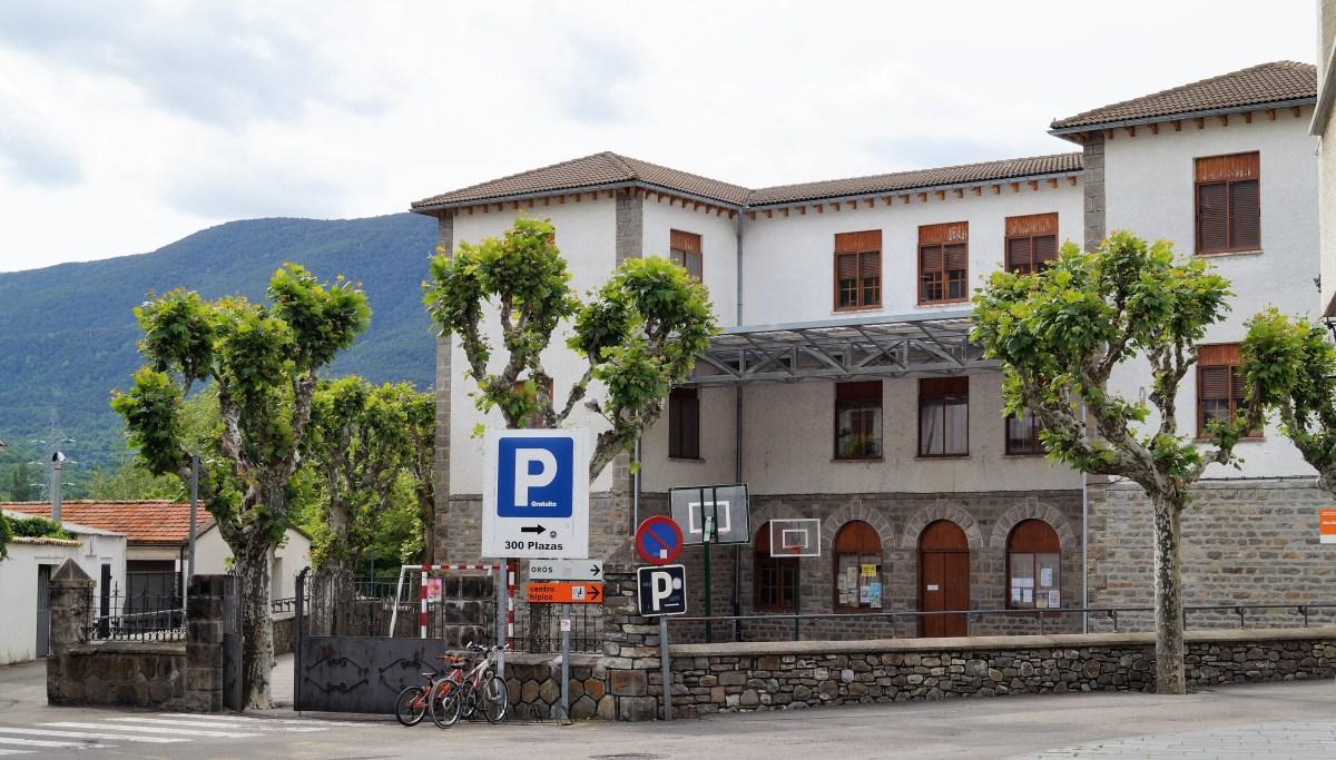 La ampliación del colegio de Biescas, construido en 1928, comenzará a final de año
