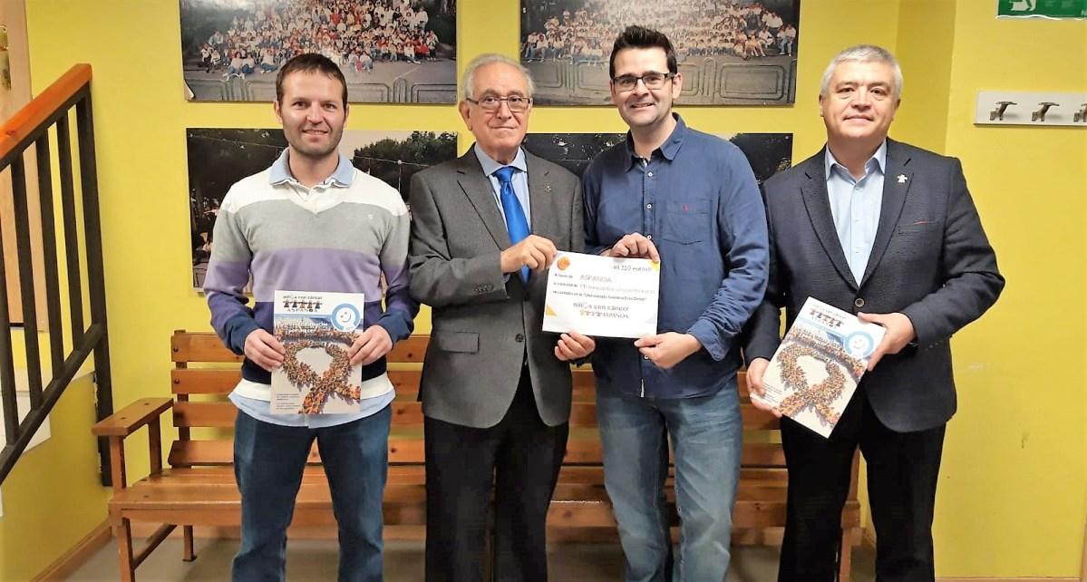 La Peña Enta Debán de Jaca entrega a Aspanoa 1.350 euros para ayudar a los niños con cáncer