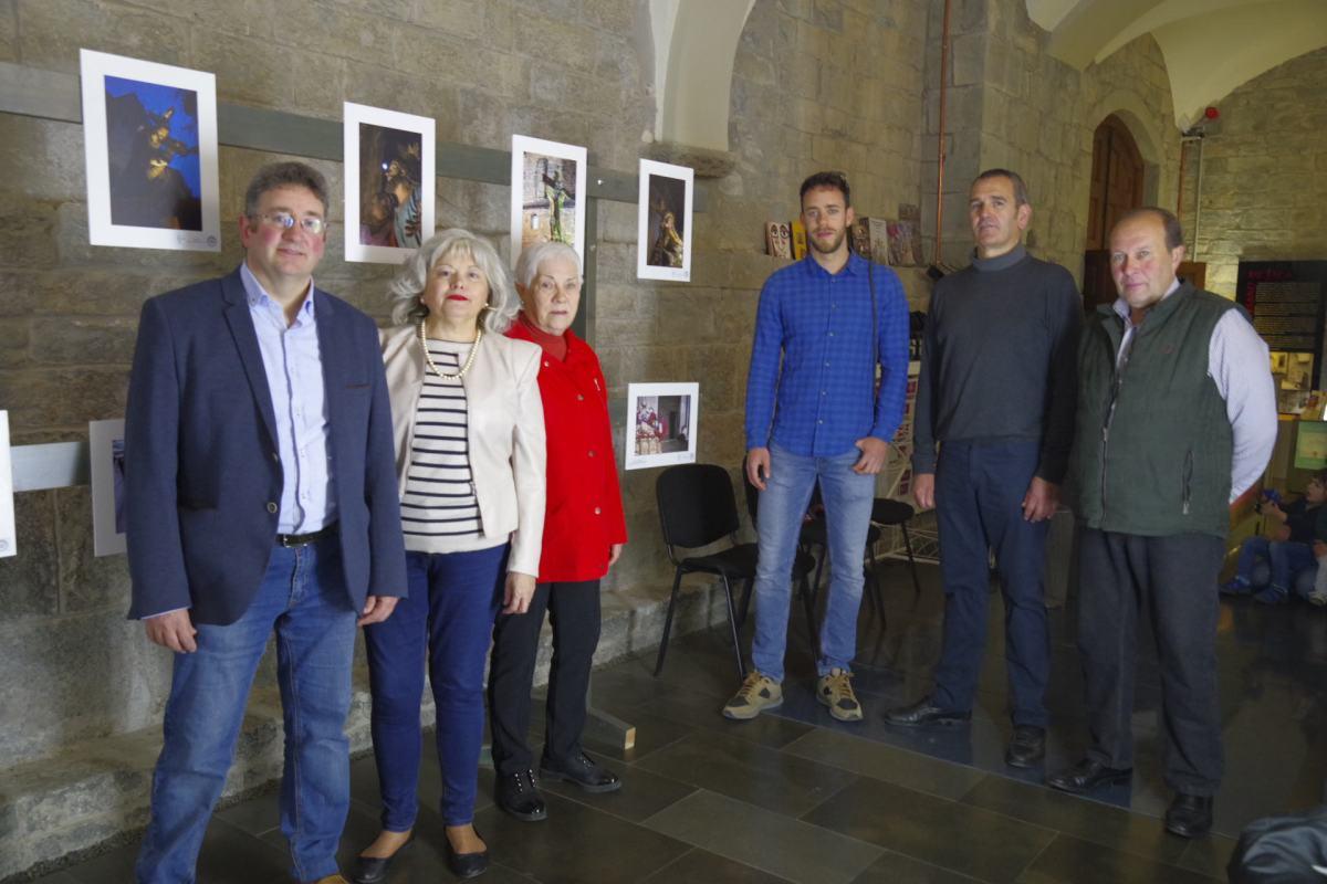 Miguel Ara recoge el premio del Concurso Fotográfico Semana Santa de Jaca 2018