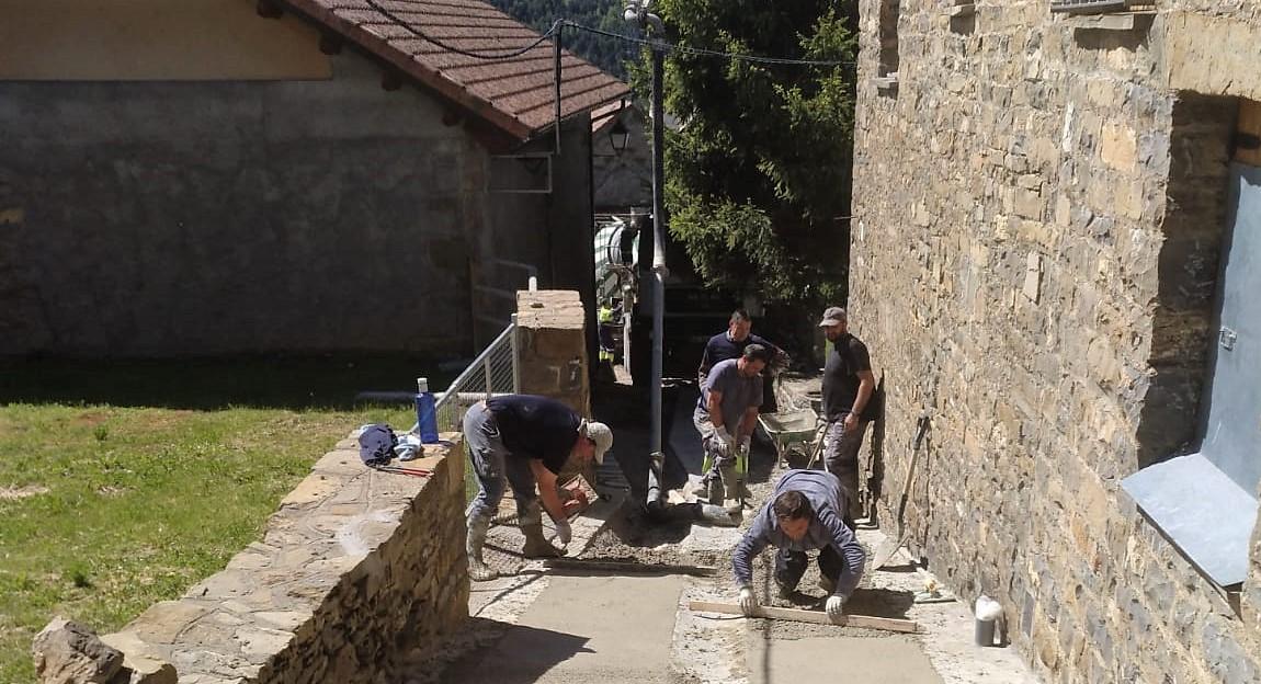 Trabajos de pavimentación en calles de Barbenuta y Espierre