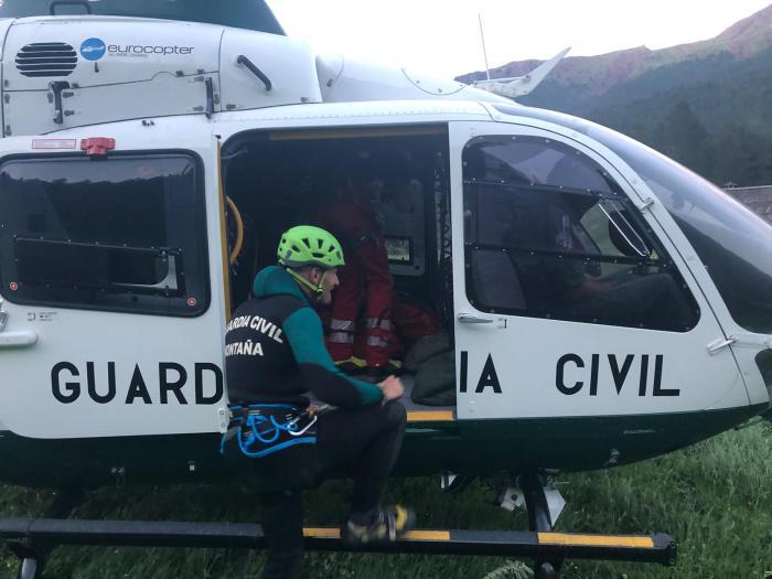 GUARDIA CIVIL. La Guardia Civil (en la imagen, en una foto de archivo) ha rescatado a un hombre lesionado en un tobillo en la zona del Ibón de Iserías.