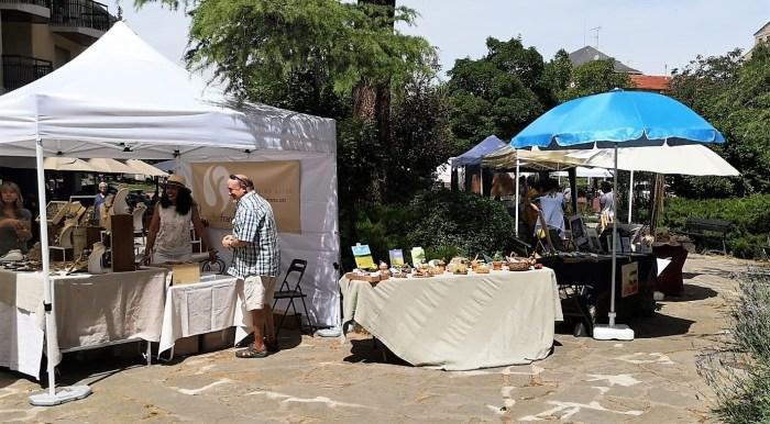 ARTESANÍA. Mercado de Artesanía en la Plaza Cortes de Aragón. (FOTO: Javi del Pueyo)