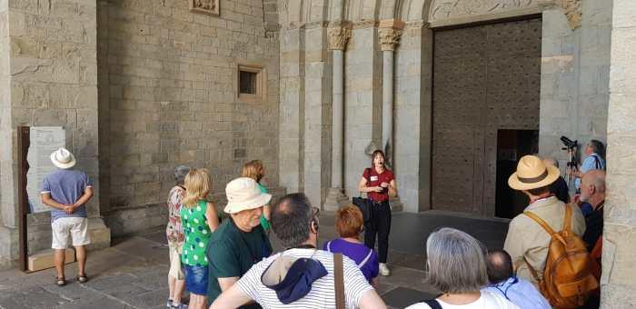 VISITAS. Una de las visitas que dan a conocer la Catedral, este lunes. (FOTO: Rebeca Ruiz)