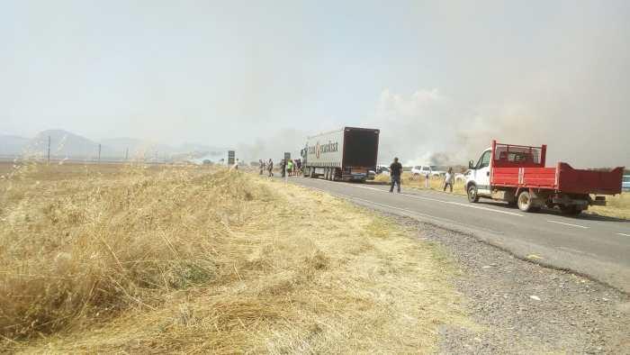 INCENDIO ENTRE PUENTE LA REINA Y BERDÚN. Corte de la carretera ante la proximidad del incendio.