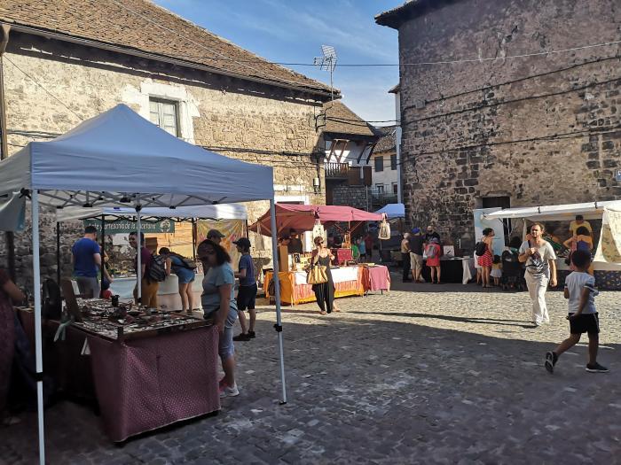 HECHO. Mercado de Artesanía durante el PIR.