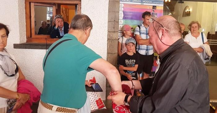 SORTEO DE VERANO DE ACOMSEJA. Un momento del sorteo. (FOTO: Rebeca Ruiz)