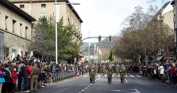 DÍA DE LA INMACULADA. Desfile del Regimiento Galicia por las calles de Jaca. (FOTO: RICZM)