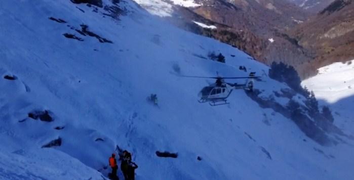 GUARDIA CIVIL. Rescate de un esquiador en Loma Verde.