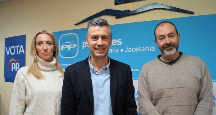 PRESUPUESTOS. Los populares Cristina Muñoz, Carlos Serrano y Daniel Ventura (de izquierda a derecha) han explicado porque votarán en contra de los presupuestos municipales 2020. (FOTO: Rebeca Ruiz)