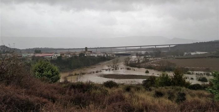 ESCA. Imagen del río, ya desbordado, a su paso por Sigüés.
