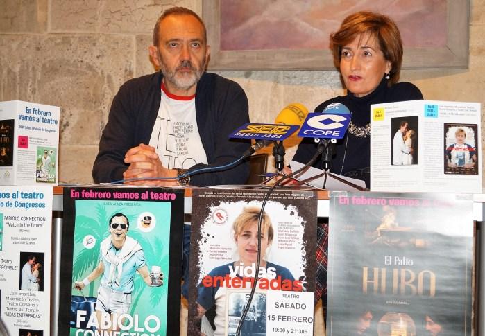 TEATRO. Javier Acín y Teresa Lacasta, durante la presentación de la programación de febrero. (FOTO: Rebeca Ruiz)