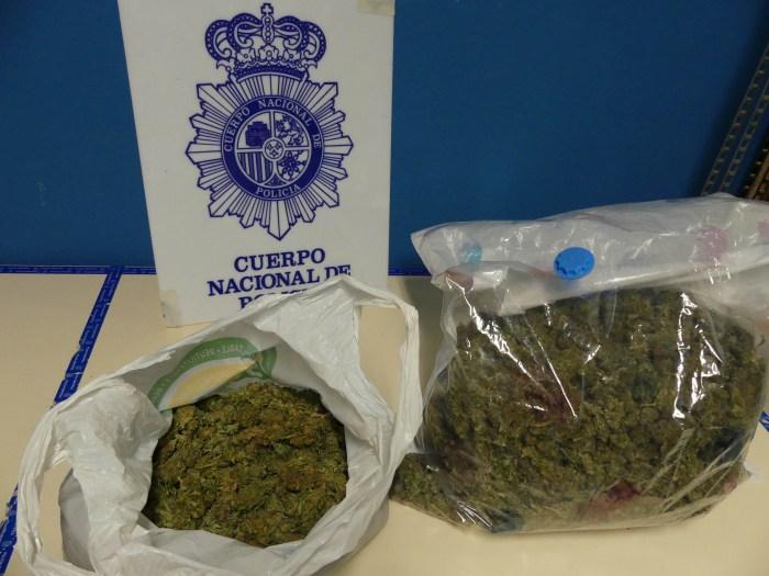 DROGA. La Policía Nacional se ha incautado de la droga que trasladaban los vehículos.
