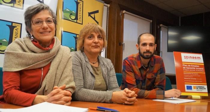 PUEBLOS VIVOS. Un momento de la presentación. De izda. a dcha., Madrigal, Castán y Fernández. (FOTO: Rebeca Ruiz)