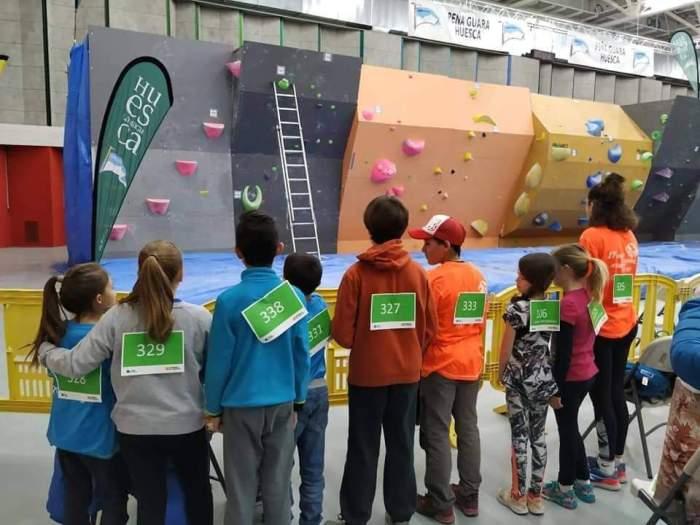 JUEGOS ESCOLARES. Niños del Club de Escaladores del Pirineo.