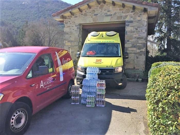 DONACIONES. Agua y bebidas donadas por Distribuciones Ascaso.