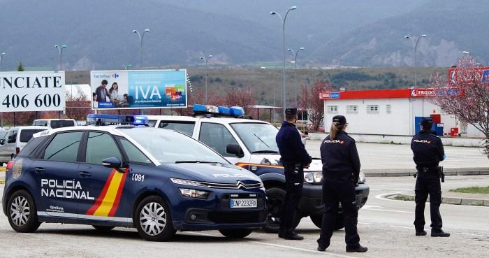 SALIDAS. Control de Policía Nacional en Jaca. (FOTO: Rebeca Ruiz)