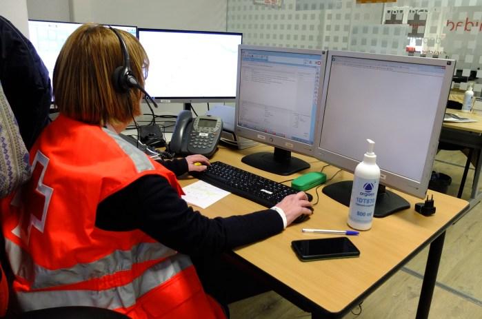 TELEASISTENCIA. Cruz Roja intensifica programas como la teleasistencia contra los efectos de la crisis del coronavirus. (FOTO: Cruz Roja Huesca)