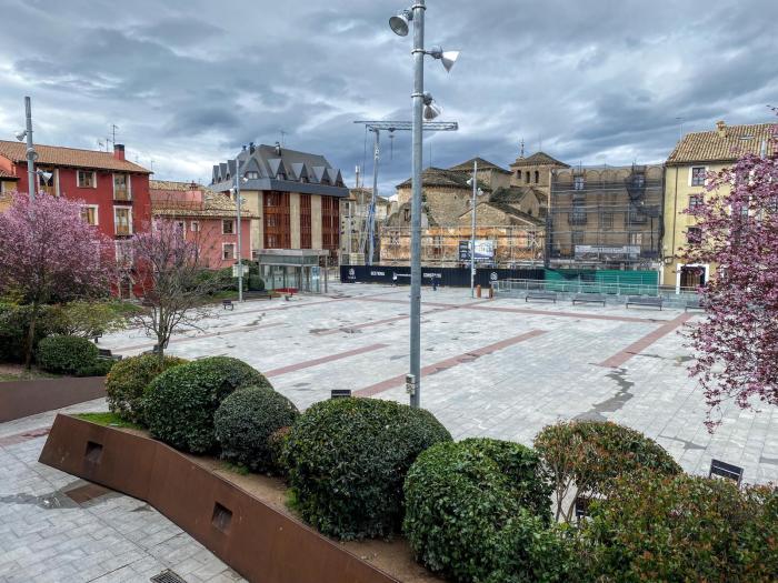 SOLIDARIDAD. Plaza de Biscós, en estos momentos. (FOTO: Ana López Artillo)