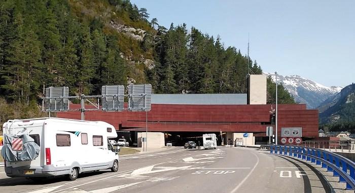 TÚNEL DE SOMPORT. Controles en la frontera con Francia, en una imagen de archivo.