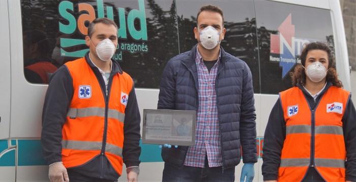 SOLIDARIDAD. Gracia, junto a trabajadores sanitarios a los que llegará el material de Más que aplausos. (FOTO: Rebeca Ruiz)